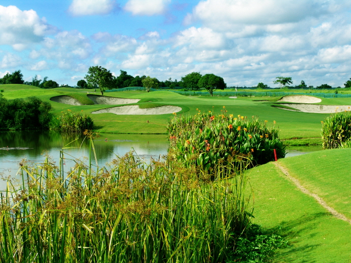Eagle Ridge Golf & Country Club : Greg Norman